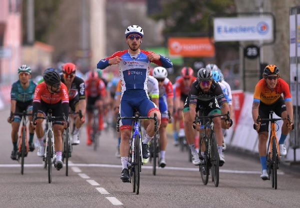 Paris-Nice 2020: Niccolò Bonifazio Vence no Sprint